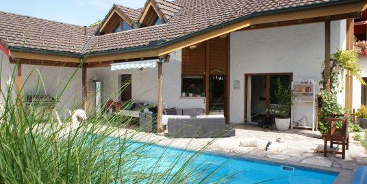 Charmante 3 1/2 Zimmer-Gartenwohnung mit eigenem Pool