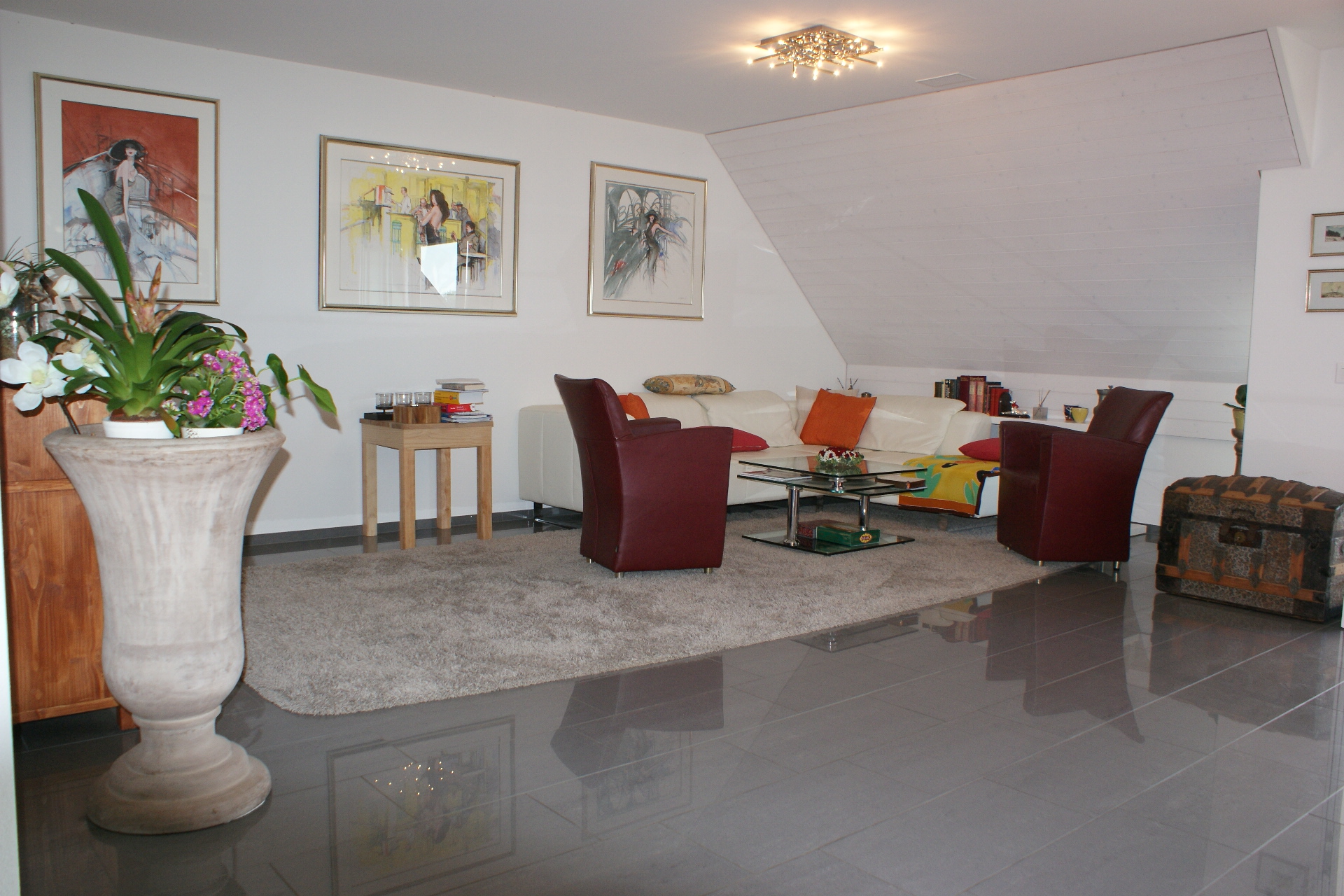 Sehr grosszügige 6.5-Zimmer Dach-Maisonettewohnung mit Weitsicht